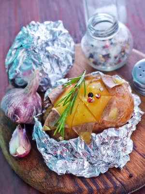 baked-potatio-in-foil